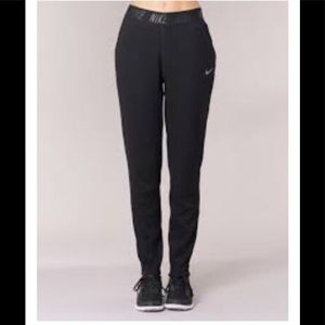 Nike tapered training pants m